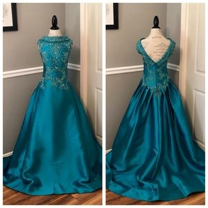 NEW MAC DUGGAL TEAL SATIN JEWELED BALLGOWN